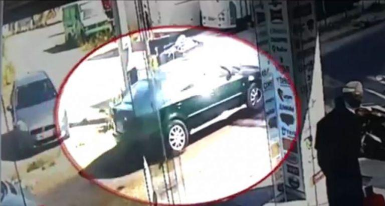 Βίντεο-ντοκουμέντο λίγο μετά την κλοπή του οχήματος της Διεύθυνσης Μεταγωγών στο Ίλιον   tanea.gr
