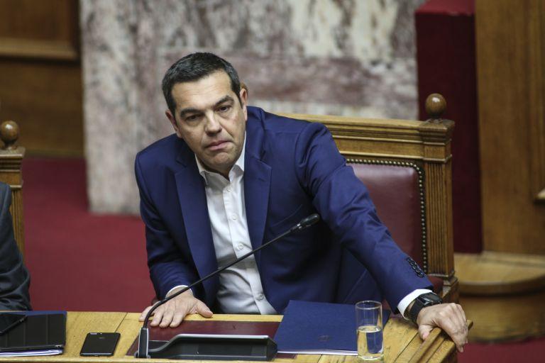 Οργή στο Twitter για την επανεμφάνιση Τσίπρα στη Βουλή: «Μιλάς εσύ για βαθύ κράτος;» | tanea.gr