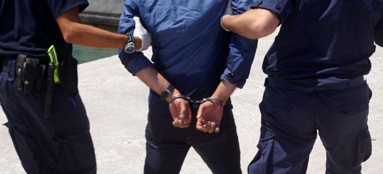 Τι συνέβη με το γνωστό μοντέλο-παρουσιαστή που συνελήφθη για κλοπή κινητού | tanea.gr