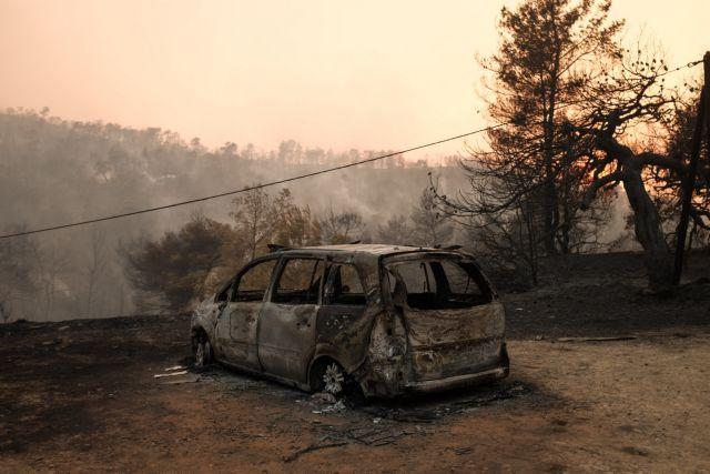 Εύβοια : Μπλόκαραν τη φωτιά στα Ψαχνά - Ξεσπιτωμένοι άνθρωποι στην πλατεία | tanea.gr