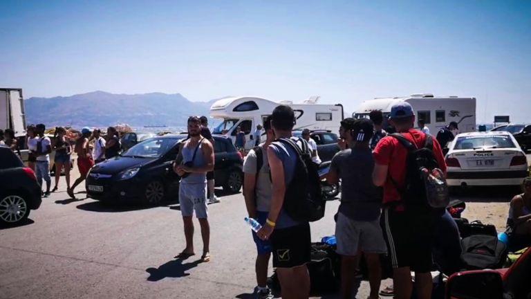 Μάχη με τη φωτιά στην Ελαφόνησο: Φεύγει ο κόσμος από το νησί | tanea.gr