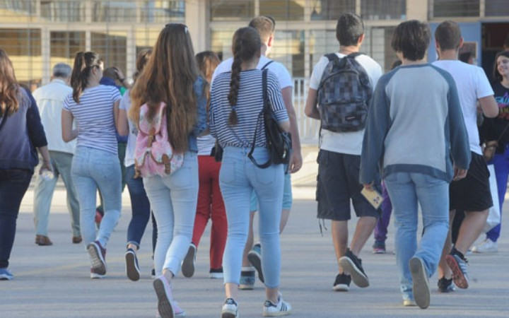 Πότε ανοίγουν τα σχολεία - Όλες οι αργίες του 2019 | tanea.gr