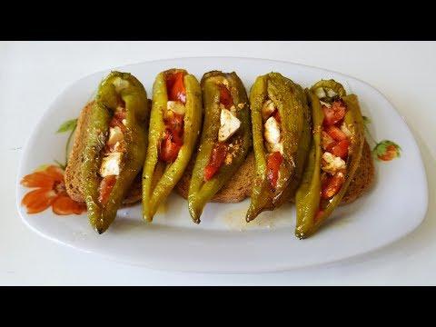 Πιπεριές γεμιστές με ντομάτα και τυριά | tanea.gr