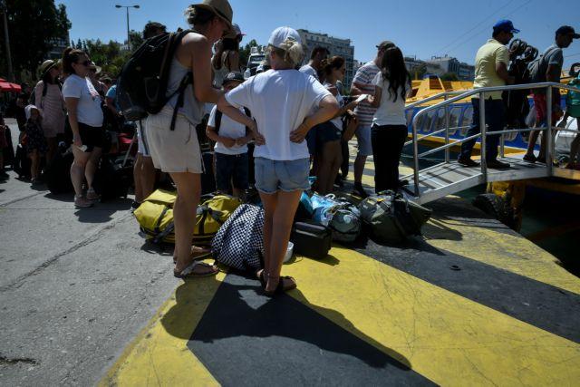 Ταλαιπωρία για 1.356 επιβάτες που επέστρεψαν Πειραιά | tanea.gr