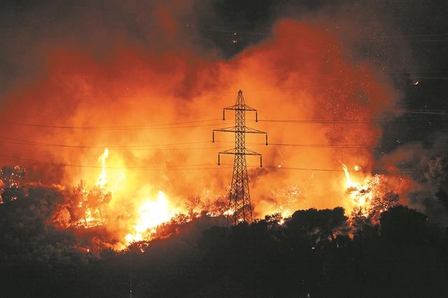 Οταν το δίκτυο της ΔΕΗ ανάβει και... φωτιές | tanea.gr