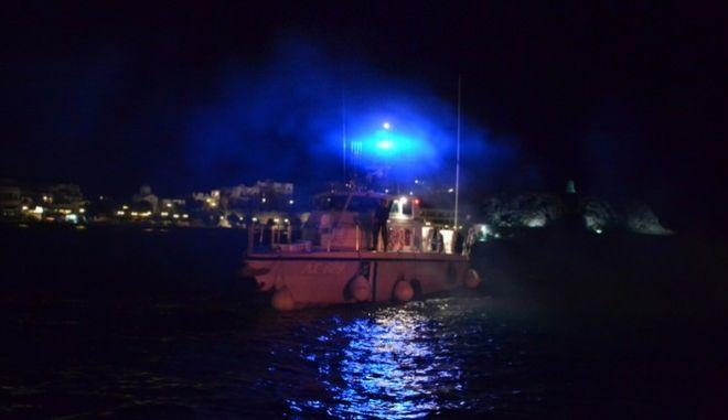 Τραγωδία Πόρτο Χέλι: Περιπλέκεται η κατάσταση, διέφυγε ο χειριστής του φουσκωτού | tanea.gr
