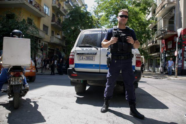 Οι κλέφτες «άνοιγαν» αυτοκίνητα έξω όσο... οι ιδιοκτήτες διασκέδαζαν | tanea.gr