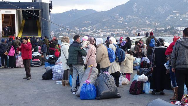 Μεταφορά 1.002 προσφύγων από τη Μόρια στη Νέα Καβάλα   tanea.gr