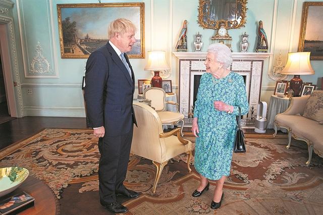 Ο Τζόνσον παραπλάνησε τη βασίλισσα | tanea.gr