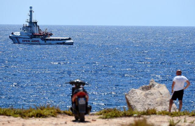 Open Arms: Ισπανία και Ιταλία τα έχουν βρει για την αποβίβαση των μεταναστών στη Μαγιόρκα | tanea.gr