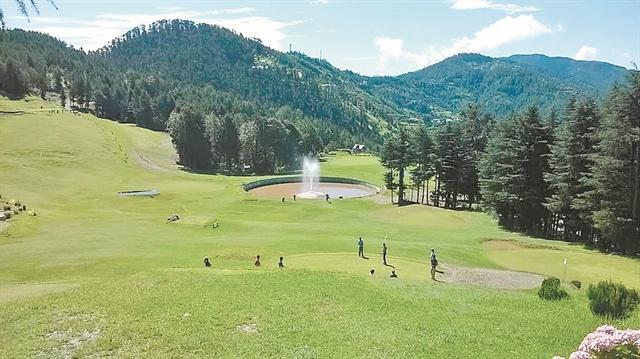 Επενδύσεις, γήπεδα γκολφ και… ένας πλαστικός   tanea.gr