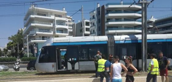 Νεκρός 61χρονος που παρασύρθηκε από τραμ στον Άλιμο - Σώθηκε η 9χρονη βαφτιστήρα του | tanea.gr