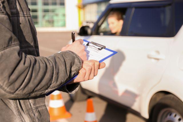 Υπερψηφίστηκε το νομοσχέδιο για τις άδειες οδήγησης | tanea.gr