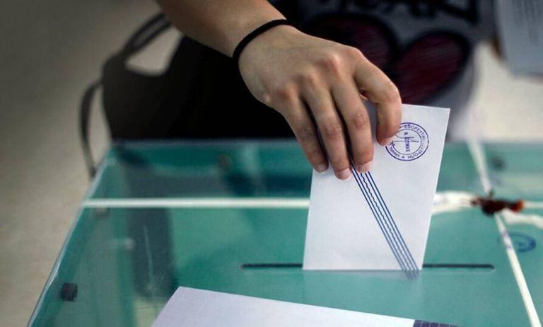 Εκλογικός νόμος: Τα τρία σενάρια που ανατρέπουν τη Βουλή | tanea.gr