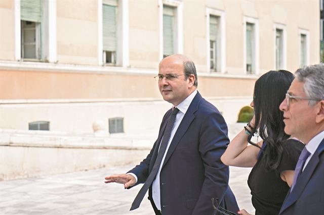 2+1 κινήσεις για 750 εκατ. ευρώ στα άδεια ταμεία   tanea.gr