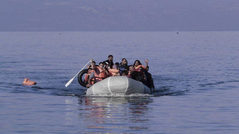 Μαζική απόβαση προσφύγων στη Λέσβο | tanea.gr