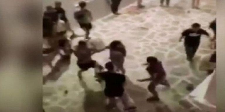 Αστυνομικός για τον ξυλοδαρμό στην Αντίπαρο: Με γρονθοκόπησε και μου έσκισε την μπλούζα | tanea.gr
