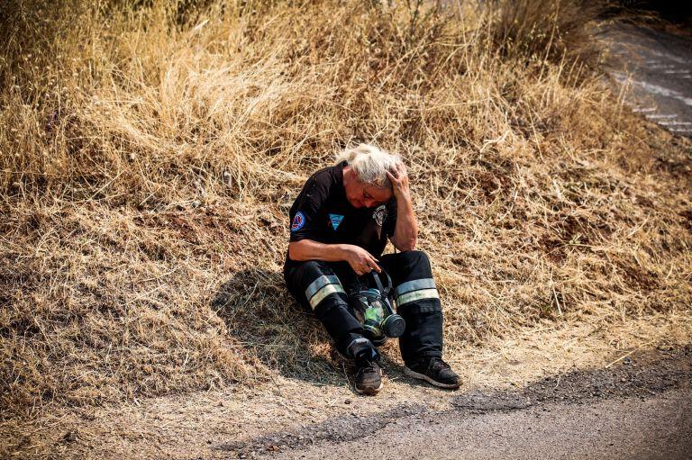 Μάχη με τη φωτιά : Στα όρια της αντοχής άνθρωποι και μηχανικά μέσα | tanea.gr