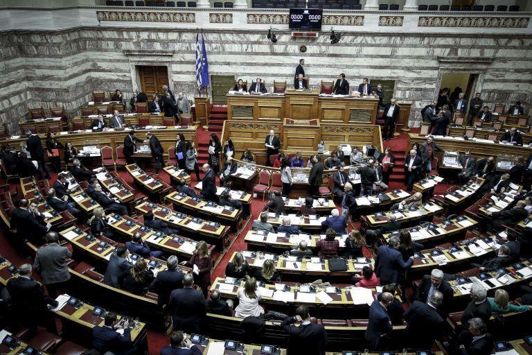 Βουλή: Σκληρή κόντρα μεταξύ των κομμάτων για τα διπλώματα οδήγησης | tanea.gr