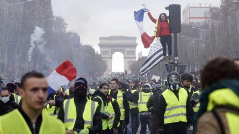 Επανεμφάνιση των Κίτρινων Γιλέκων - Νέες διαδηλώσεις με 30 προσαγωγές | tanea.gr