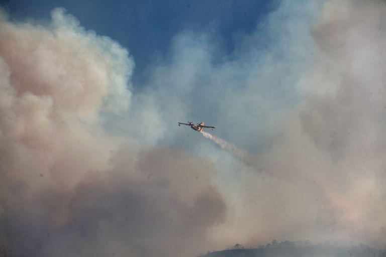 Mαίνεται η φωτιά στην Κάρυστο – Ενισχύθηκαν οι δυνάμεις πυρόσβεσης | tanea.gr
