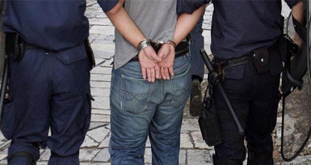Σύλληψη 24χρονου που ξάφριζε τουρίστες σε Ακρόπολη και Σύνταγμα | tanea.gr