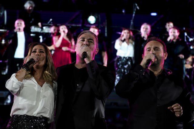 Συγκίνηση στο Καλλιμάρμαρο: Με τραγούδια του Λαυρέντη Μαχαιρίτσα ξεκίνησε η συναυλία   tanea.gr