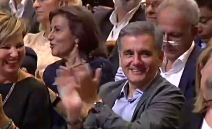 Γιατί κοκκίνισε ο Τσακαλώτος στην ομιλία Τσίπρα; | tanea.gr