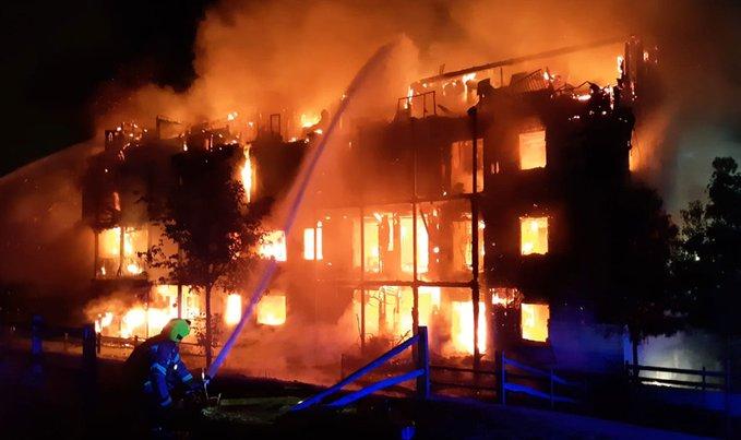 Λονδίνο: Συναγερμός για μεγάλη φωτιά σε πολυκατοικία | tanea.gr