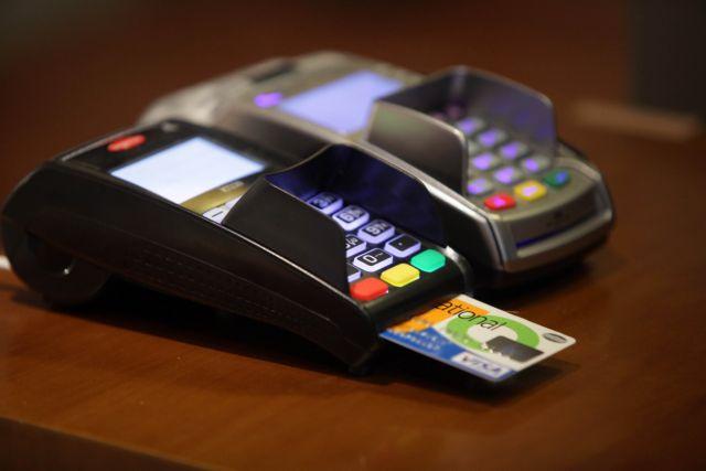 Πιστωτικές κάρτες: Μεγάλη ανατροπή στις αγορές μέσω internet και ανέπαφες συναλλαγές | tanea.gr