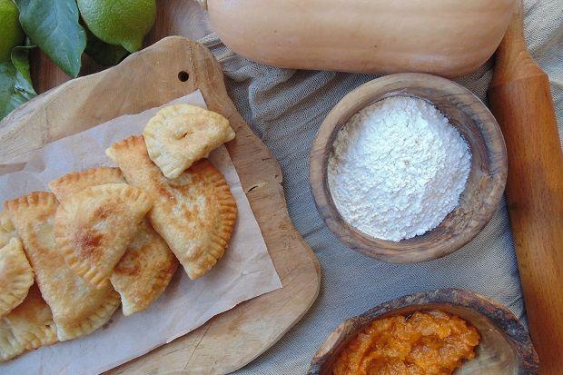 Πιτάκια με γέμιση γλυκιάς κολοκύθας στο τηγάνι | tanea.gr