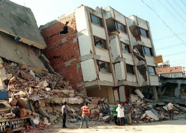 Τα Ρίχτερ στην Κωνσταντινούπολη ξύπνησαν μνήμες από τον φονικό σεισμό στο Ιζμίτ   tanea.gr