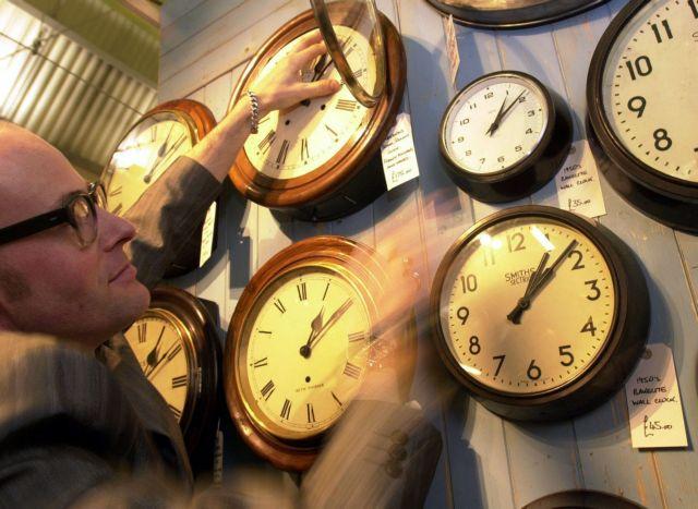 Πότε θα εφαρμοστεί η χειμερινή ώρα   tanea.gr