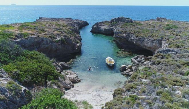 Η πιο πριβέ παραλία της Ελλάδας | tanea.gr