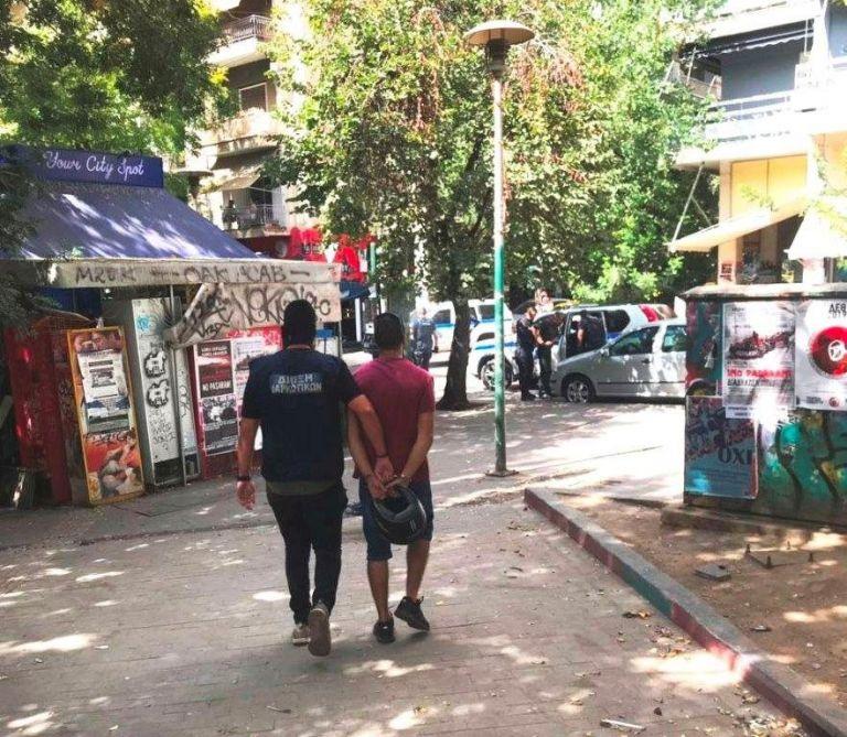 Εξάρχεια: Συλλήψεις και προσαγωγές για διακίνηση ναρκωτικών   tanea.gr