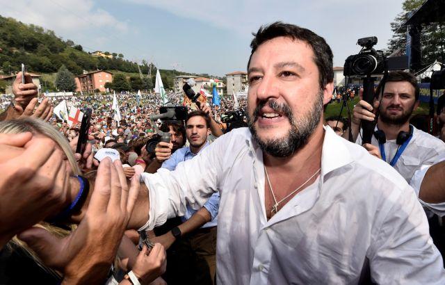 Ιταλία: Με δημοψήφισμα απειλεί ο Σαλβίνι την κυβέρνηση | tanea.gr
