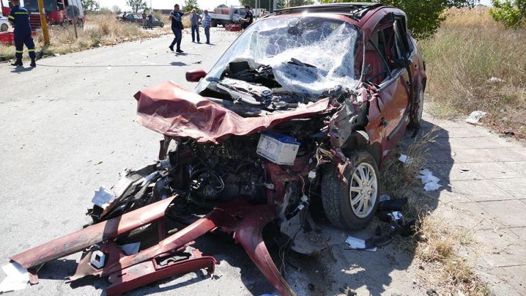 Λάρισα: Τέσσερις τραυματίες - Ανάμεσά τους δύο παιδιά   tanea.gr
