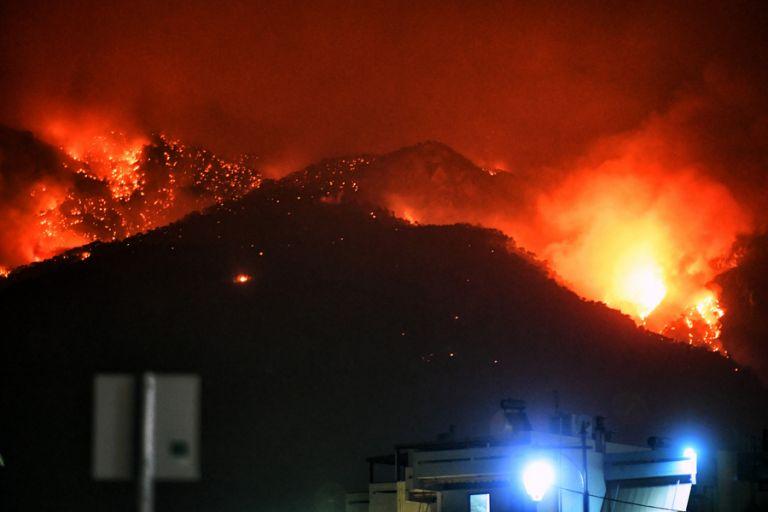 Σε ύφεση η φωτιά στο Λουτράκι – Επιφυλακή για τον φόβο αναζωπυρώσεων | tanea.gr