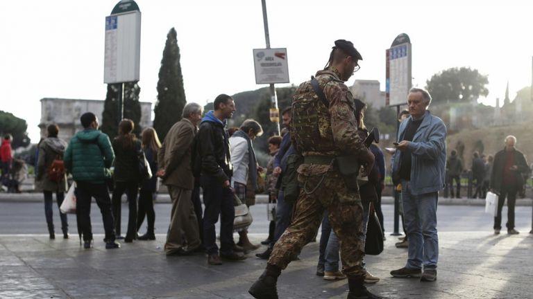 Επίθεση με ψαλίδι σε στρατιώτη στο Μιλάνο | tanea.gr