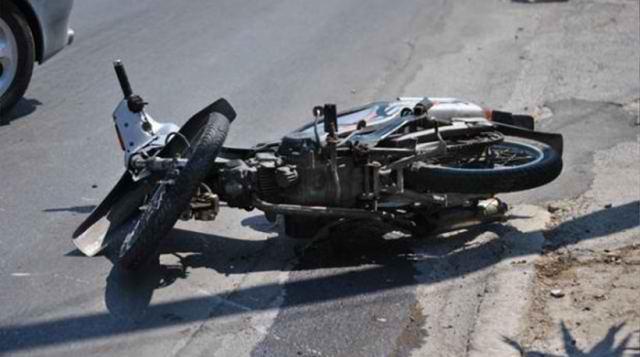 Μοτοσικλετιστής πήγε να αποφύγει πεζό και έχασε τη ζωή του | tanea.gr