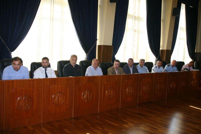 Διευρυμένη συνάντηση στο δημαρχείο Πειραιά για την αντιμετώπιση του παρεμπορίου | tanea.gr