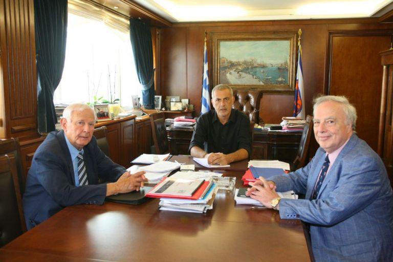 Συνάντηση Γιάννη Μώραλη με την Ένωση Εφοπλιστών Κρουαζιεροπλοίων και Φορέων Ναυτιλίας   tanea.gr