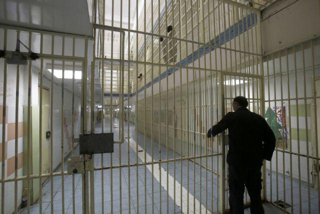 Σπαθιά, μαχαίρια και ναρκωτικά στις φυλακές Αυλώνα | tanea.gr
