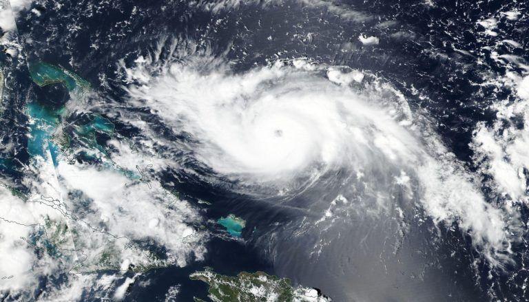 Ο κυκλώνας Ντόριαν ενισχύθηκε στην κατηγορία 5 και πλησιάζει τις Μπαχάμες | tanea.gr