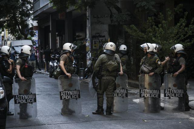 Αστυνομική επιχείρηση:  Εκκενώνουν υπό κατάληψη κτίριο | tanea.gr