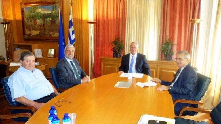 Συνάντηση Βορίδη με εκπροσώπους της βιομηχανίας τυποποίησης ελαιόλαδου   tanea.gr