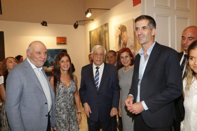 Στην Evripides Art Gallery συνεχίζουν το ταξίδι τους τα έργα της Ντένης Θεοχαράκη | tanea.gr