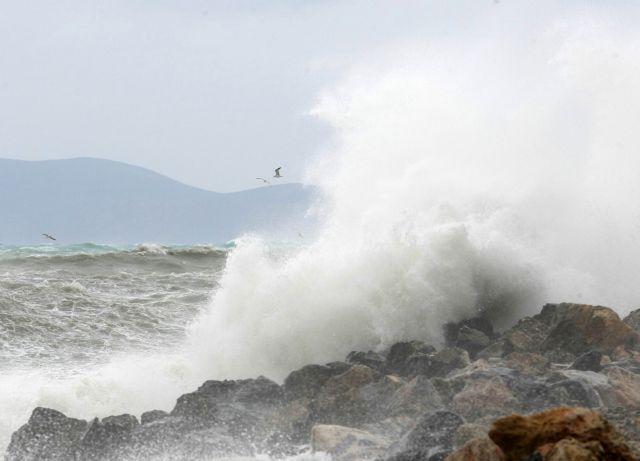 Μανιασμένοι άνεμοι το Σάββατο, έφταναν τα 156 χλμ. την ώρα   tanea.gr