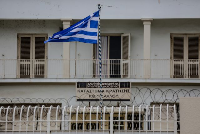 Κορυδαλλός: Ναρκωτικά, χρήματα και όπλα εντόπισε η ΕΛ.ΑΣ. | tanea.gr