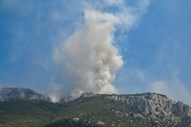 Λουτράκι: Μαίνεται το πύρινο μέτωπο - Διακοπή της κυκλοφορίας | tanea.gr